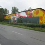 Strassenansicht mit Klecksen in den Farben des Malerbetriebs Rebl