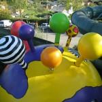 Die GFK- Bommel werden montiert