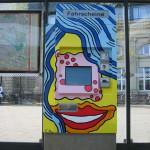 Weiblicher Fahrscheinautomat mit Zyklopenauge am Mannheimer Hauptbahnhof