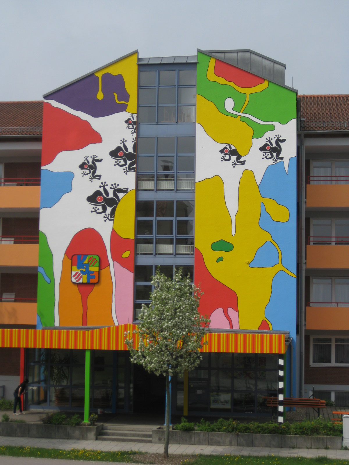 Fassadenkunst Pater Rupert Mayer Zentrum Regensburg